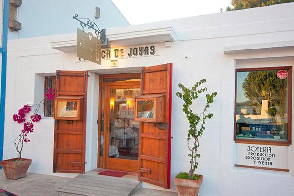 8a5d555ec30b La Fábrica de Joyas es el la tienda y taller del orfebre italiano Alberto  Citterio