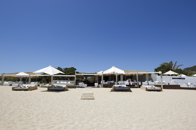 El chiriguito beach house for Alquiler chiringuito madera